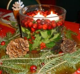 centerpiece with holly - Christmas Holly Decorations